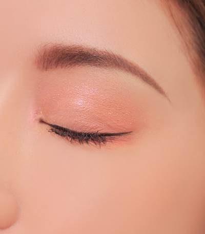 Cách đánh phấn mắt cho người mới tập make up.